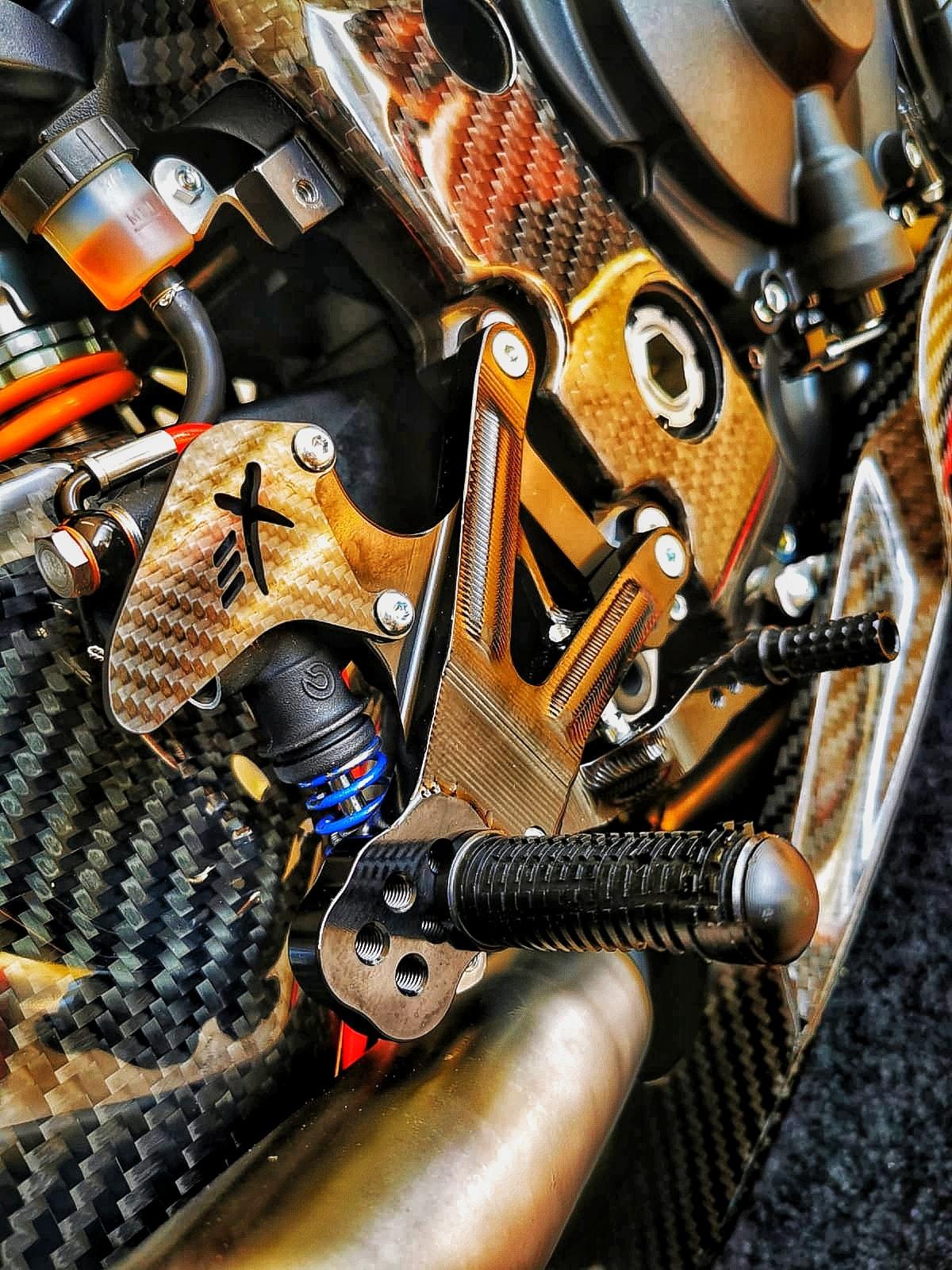 Yamaha R1 et R1M  Crossplane 2015 ( sujet numero3 ) - Page 12 11820510