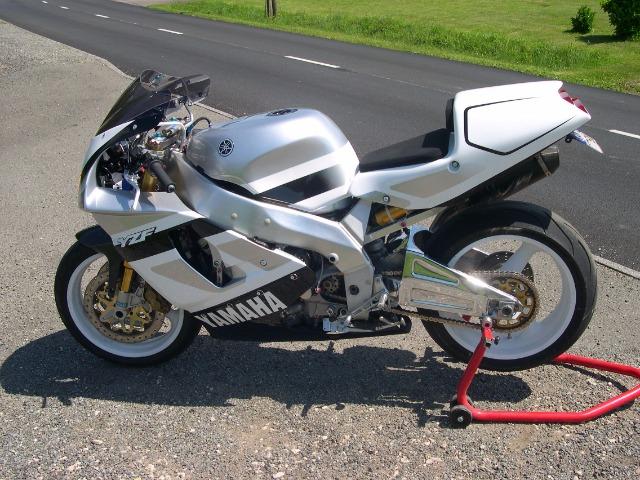 Yamaha 750 YZF  - Page 2 29dz6n10