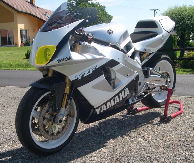 Yamaha 750 YZF  - Page 2 29uddl10