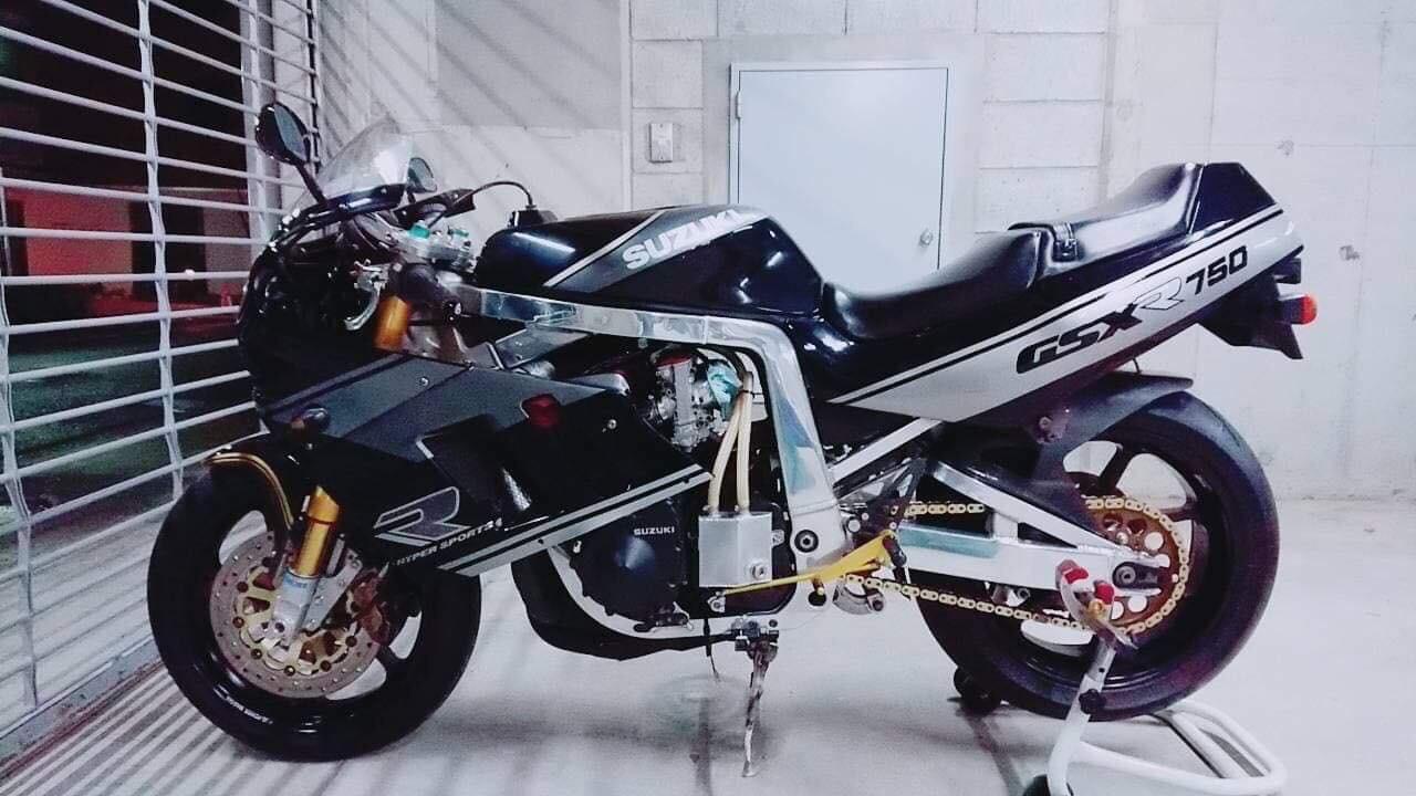Suzuki GSX-R Slingshot 750 (88-91) et 1100 (89-92) - Page 30 43a17b10