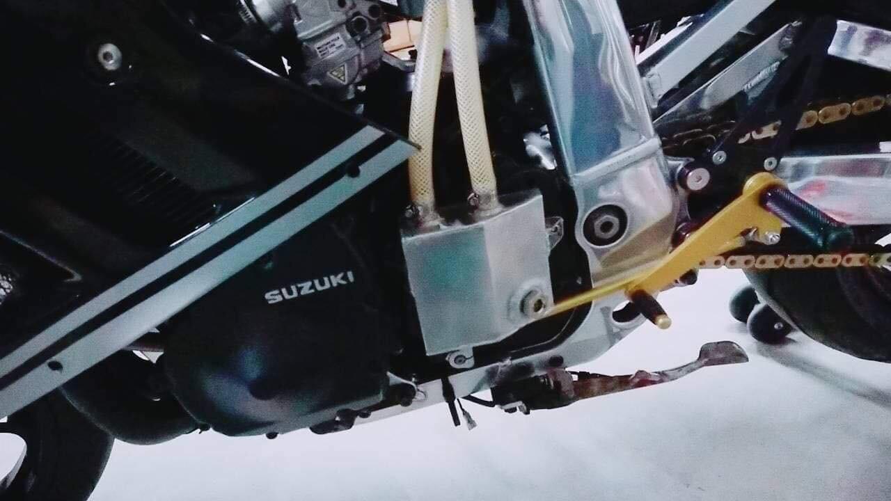 Suzuki GSX-R Slingshot 750 (88-91) et 1100 (89-92) - Page 30 70770c10