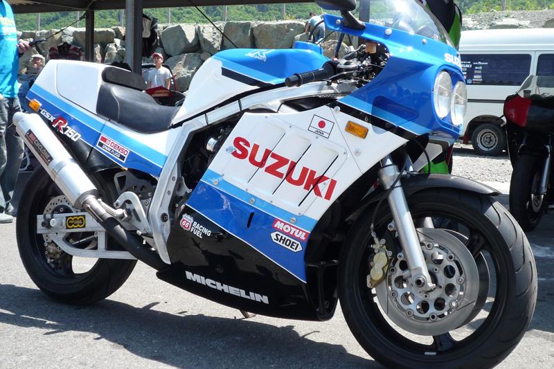 Suzuki GSX-R Slabside 750 (85-87) et 1100 (86-88) Sujet N°2 - Page 4 7c5b6110