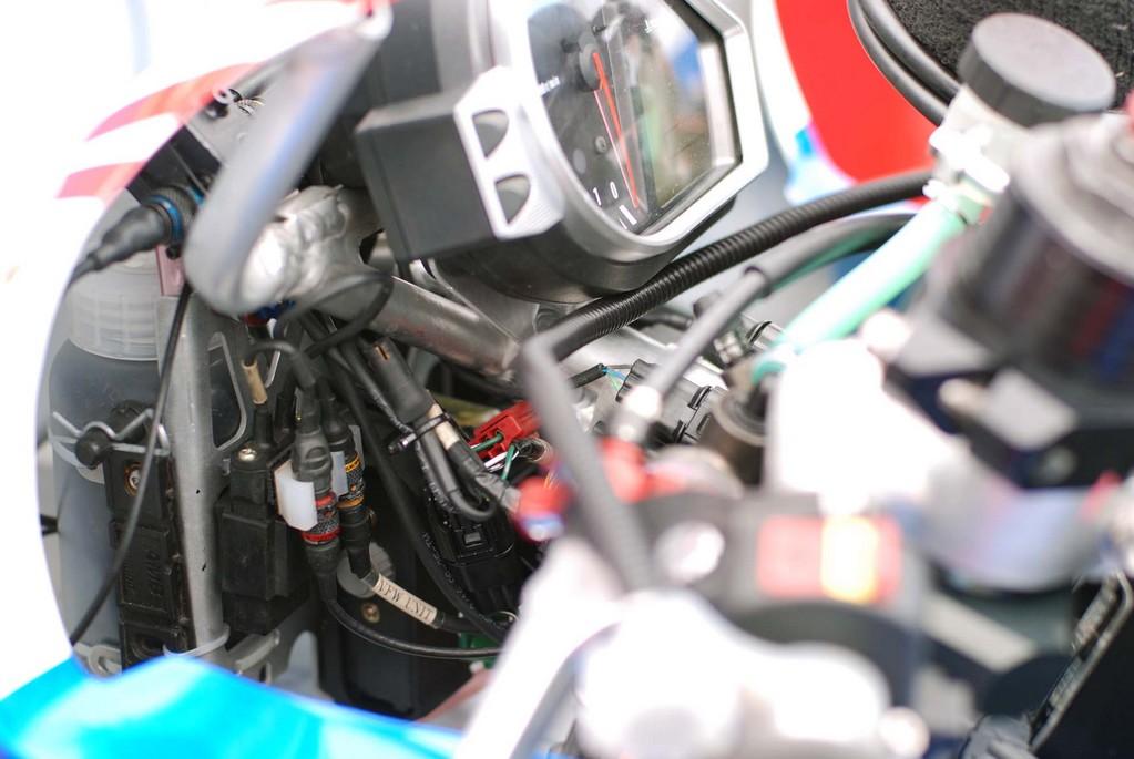 Honda CBR 1000 RR 2008-2011 <SC59> - Page 21 Cbr10012