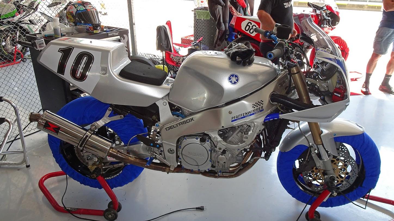 Yamaha FZR - Page 4 Dsc01911
