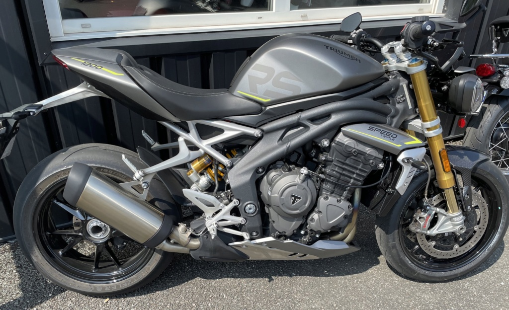 SPEED TRIPLE 1200 RS - Page 2 Img_2013