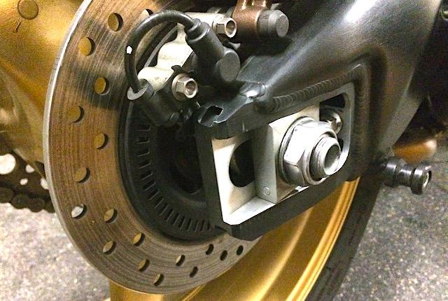 CBR 1000 RR ABS et taille de pneu arrière.  Img_7610