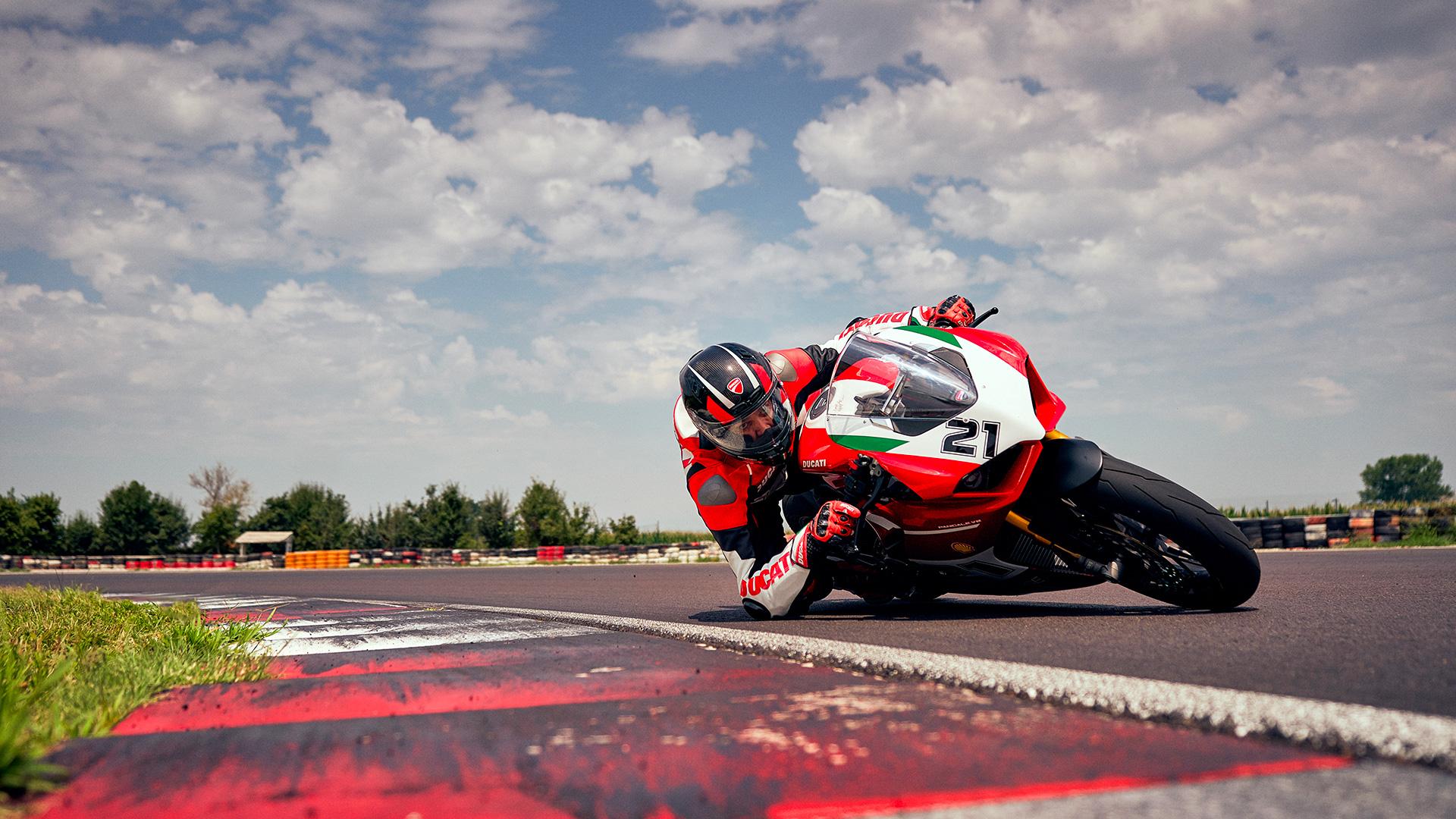 Panigale V2 Ducati  Troy-b12