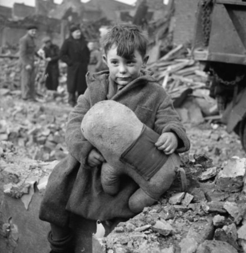 Enfants dans la guerre - Page 3 Wwii_b10
