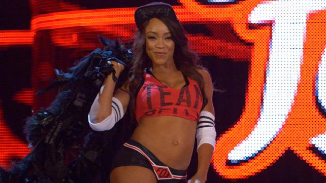 [Forme] Une Diva blessée à Raw 20150710