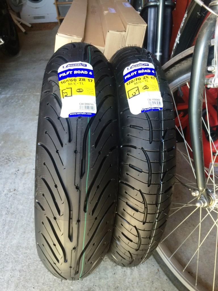 Pneus bigomme Michelin Pilot Road PR4 Img_7817