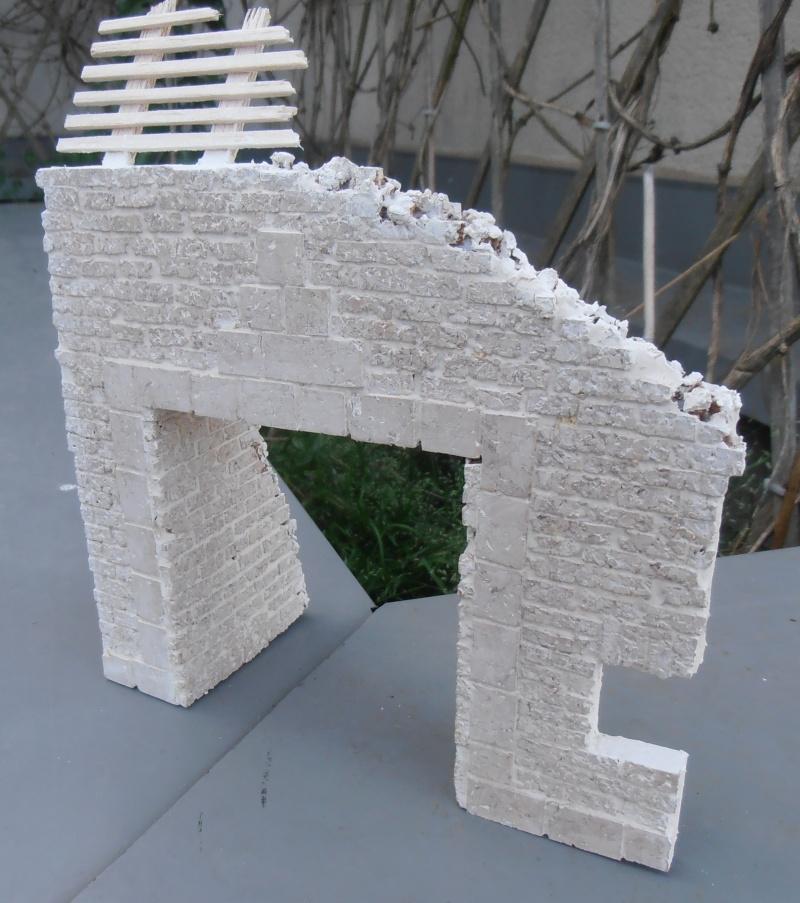 Mes ptites réalisations de pierres et de briques ( lièges, cartons plume au 1/35ème ). P5301010