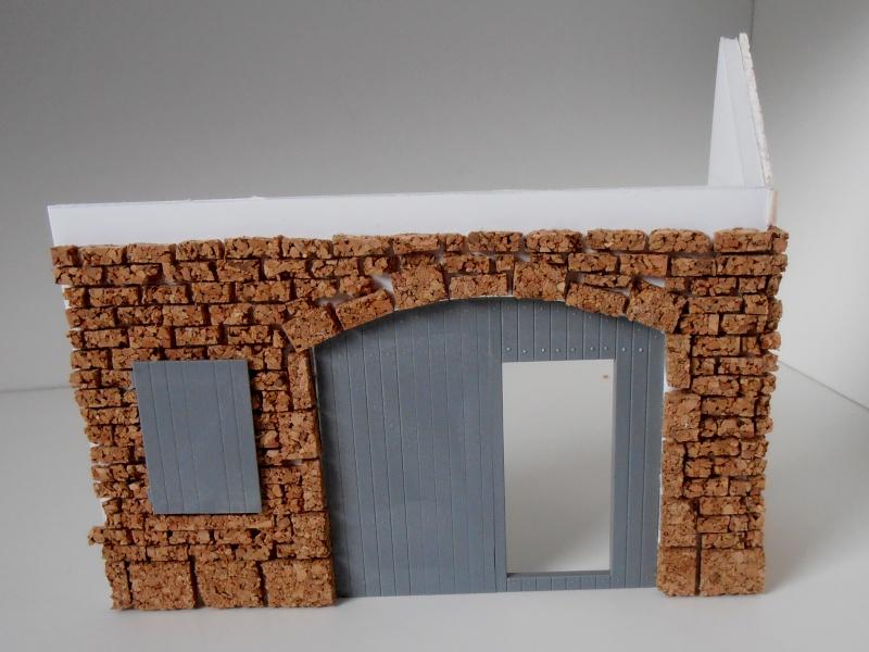Mes ptites réalisations de pierres et de briques ( lièges, cartons plume au 1/35ème ). P6151014