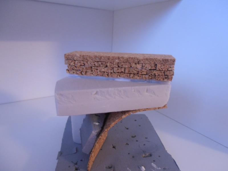 Mes ptites réalisations de pierres et de briques ( lièges, cartons plume au 1/35ème ). - Page 4 P7121211
