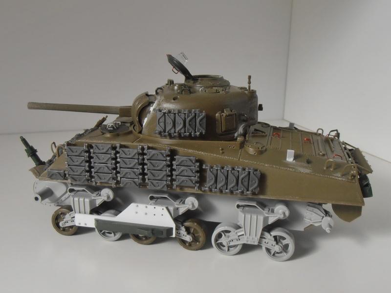 Sherman M4A3 ex dozer ( italeri, academy, eduard ) au 1/35eme - Page 2 P8251310