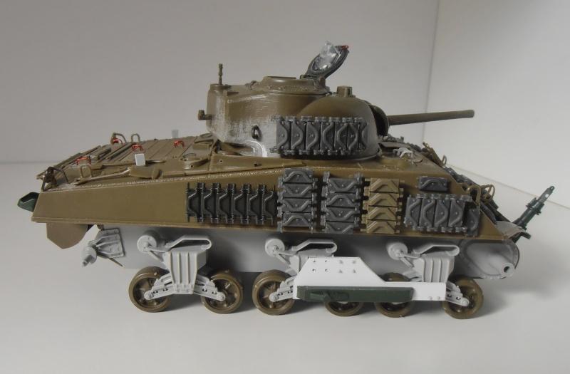 Sherman M4A3 ex dozer ( italeri, academy, eduard ) au 1/35eme - Page 2 P8251312