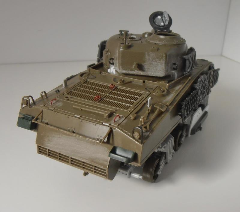 Sherman M4A3 ex dozer ( italeri, academy, eduard ) au 1/35eme - Page 2 P8251313