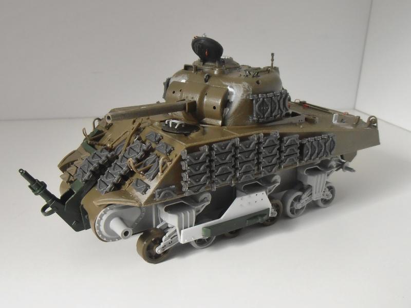 Sherman M4A3 ex dozer ( italeri, academy, eduard ) au 1/35eme - Page 2 P8251315