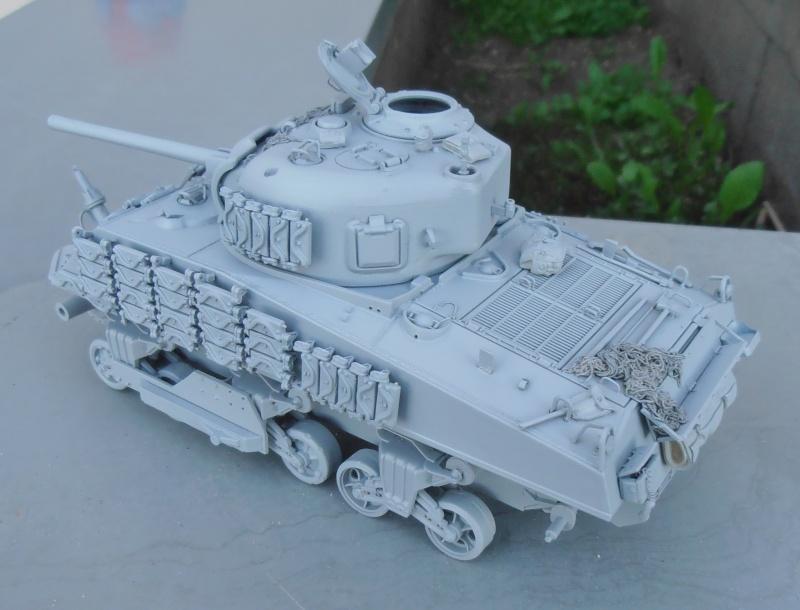 Sherman M4A3 ex dozer ( italeri, academy, eduard ) au 1/35eme - Page 2 P8251411