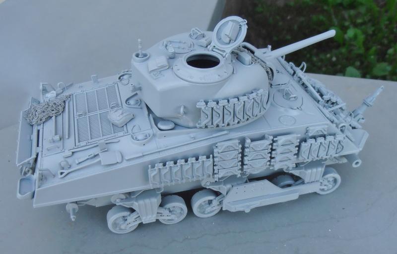 Sherman M4A3 ex dozer ( italeri, academy, eduard ) au 1/35eme - Page 2 P8251414