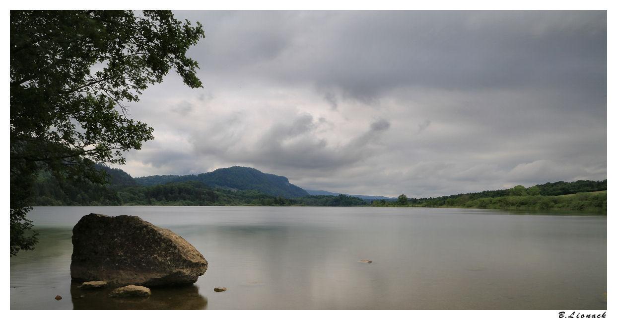 Sale temps sur le lac Ilay0210