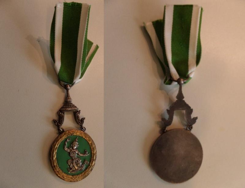 vend medaille CDG 1939, medaille afrique du Nord, CVM et ordre agricole Laos  Sam_2610