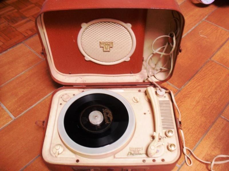 Un tourne disque Teppaz de 1956 Sam_0413