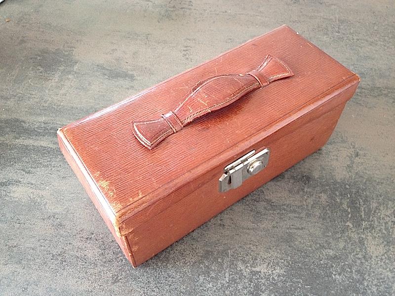 kit de voyage ancien de marque M.G. Paris - Page 3 Img_4010