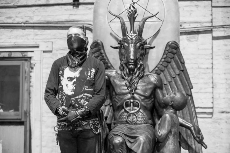 Une statue satanique inaugurée à Détroit  11828710