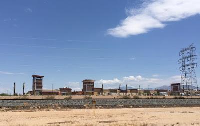 Les nouveaux centres commerciaux américains ressemblent à des prisons ! New-ma10