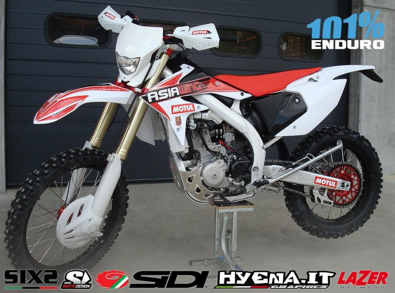 MOTO: -1 chinelle 2015  106-1410