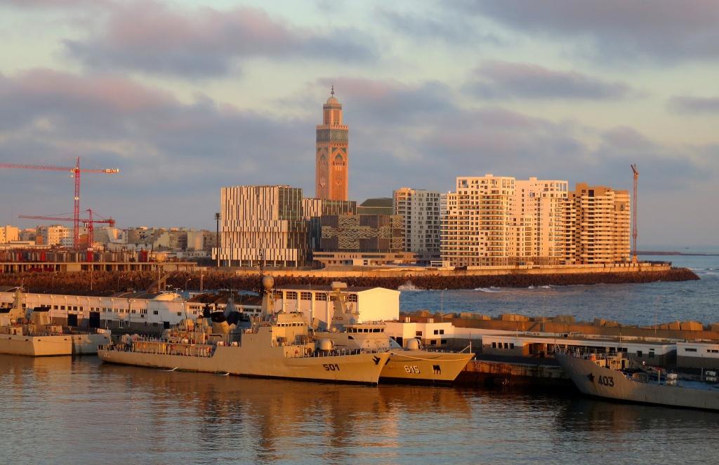Royal Moroccan Navy Descubierta Frigate / Patrouilleur Océanique Lt Cl Errahmani - Bâtiment École - Page 2 Casabl10