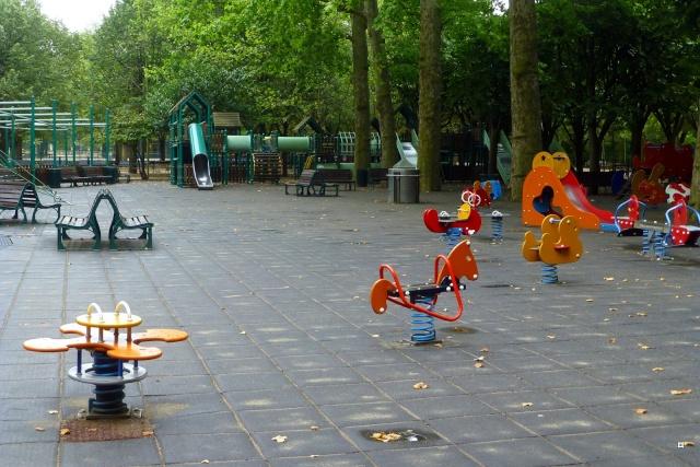 Choses vues dans le jardin du Luxembourg, à Paris - Page 4 Hetzro11