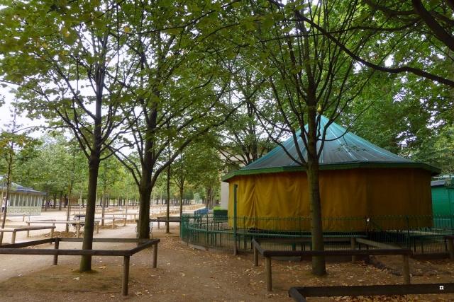 Choses vues dans le jardin du Luxembourg, à Paris - Page 4 Hetzro12