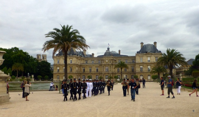Choses vues dans le jardin du Luxembourg, à Paris - Page 3 Treize12