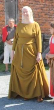 """Robe XIIIe """"de paresseuse"""" 11800010"""