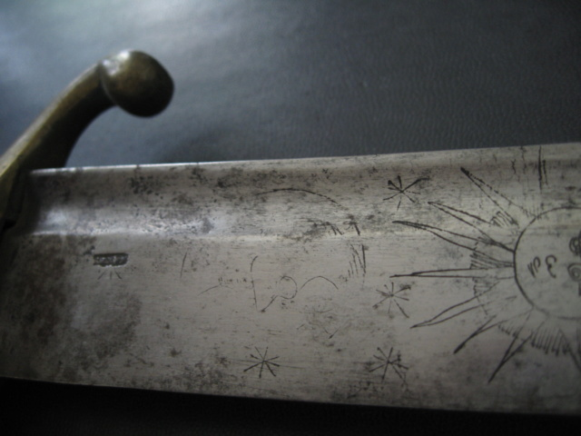 sabre briquet avec lame gravée. Img_2810