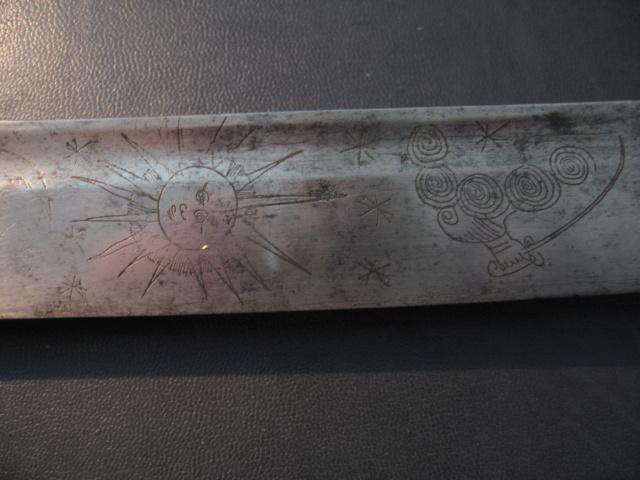 sabre briquet avec lame gravée. Img_2811