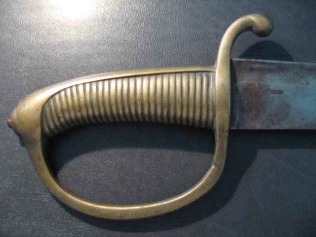 sabre briquet avec lame gravée. Img_2812