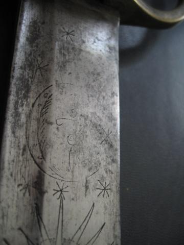 sabre briquet avec lame gravée. Img_2813