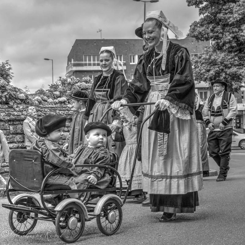 Les costumes bretons à la fête Carhai10