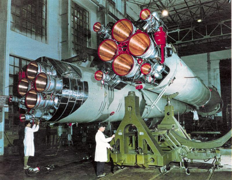 Lanceur R7 A1 porteur de Vostok 1 de chez AIRFIX au 1/144eme Vostok24