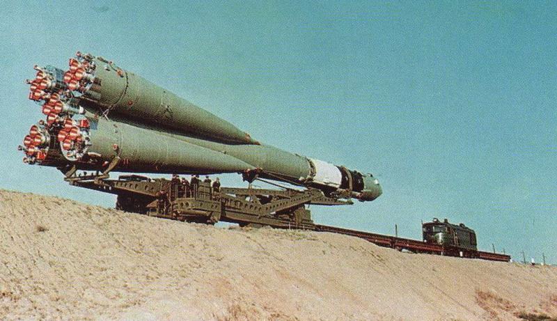 Lanceur R7 A1 porteur de Vostok 1 de chez AIRFIX au 1/144eme Vostok25