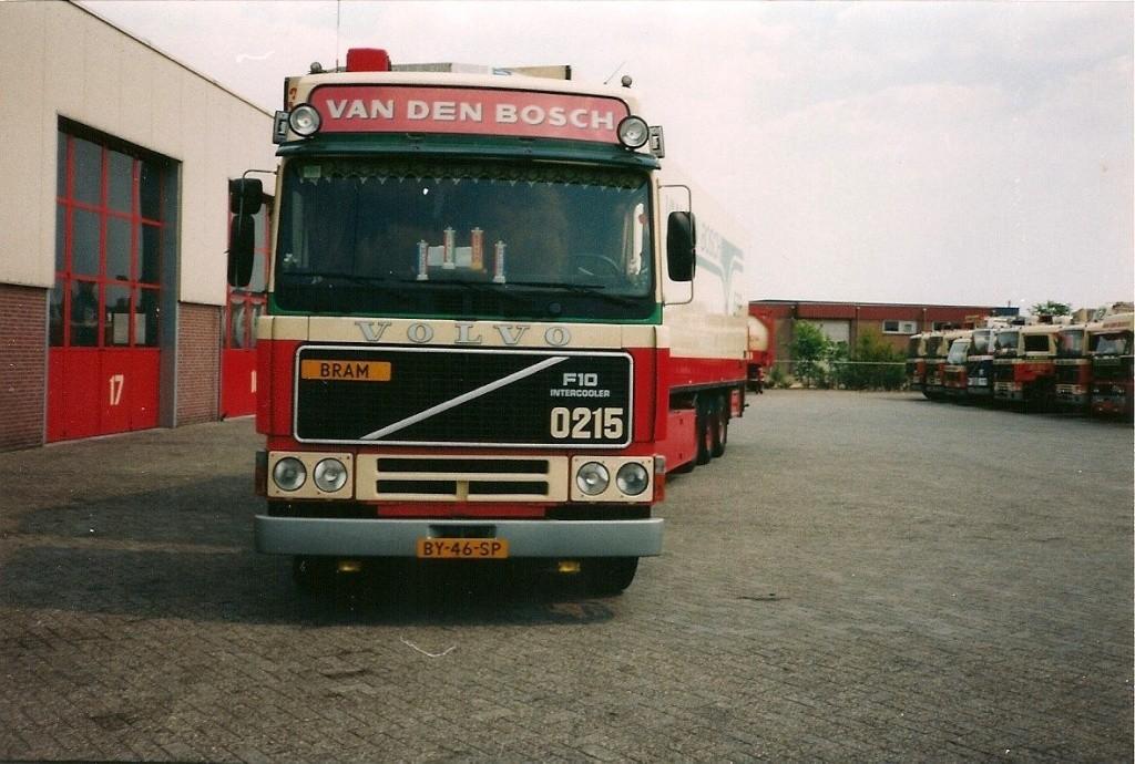 Volvo F 10,12 et 16. - Page 4 10903810