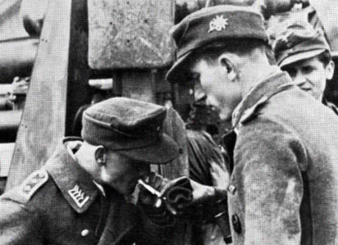 Soldats de la Luftwaffe - Page 7 1010