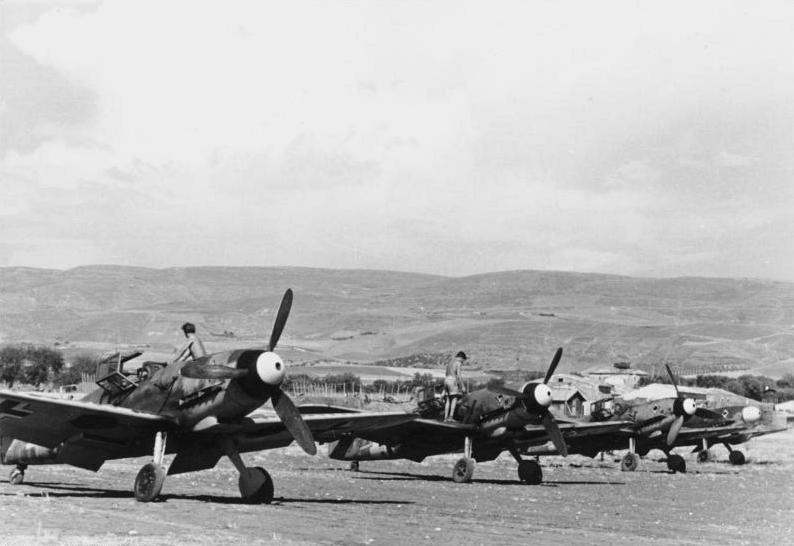 Les troupes de la Luftwaffe en Italie - Page 8 A1010