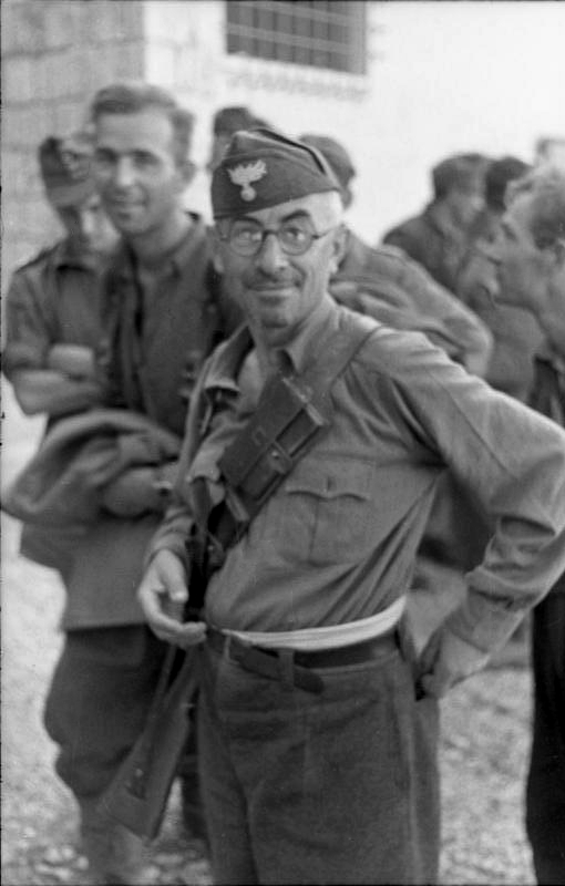 Les troupes de la Luftwaffe en Italie - Page 8 A2010