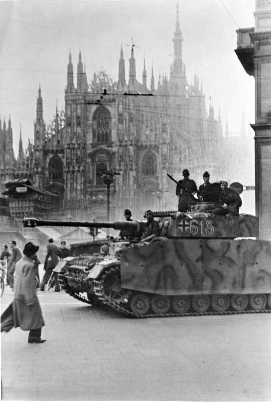 Les troupes de la Luftwaffe en Italie - Page 8 Milan10