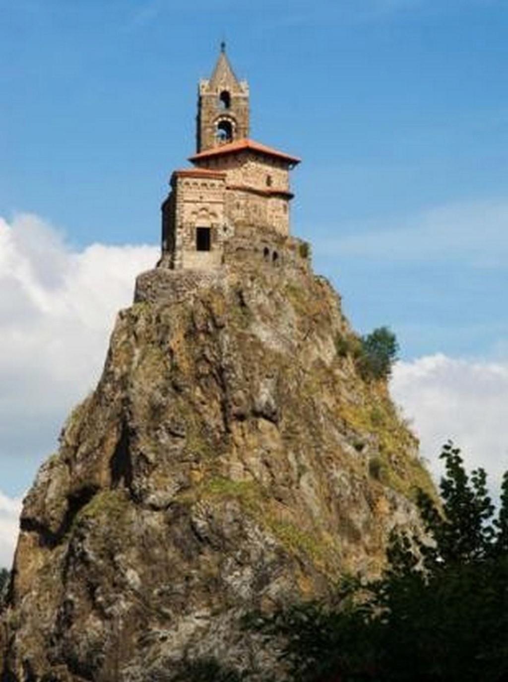 Trouver le nom et le pays de ce monument. Très facile Chapel10