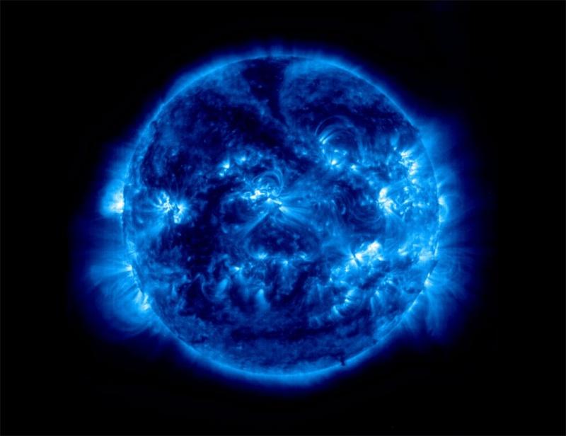 NASA thotë se Tokën e pret një ngjarje e rrallë astronomike gjatë nëntorit Blue-i10