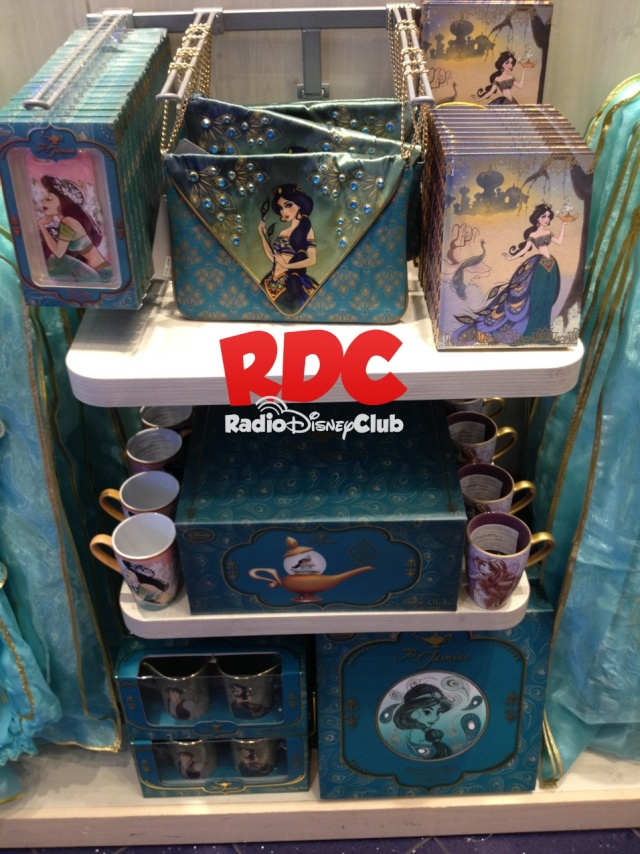 D23 2015 Merchandising , conditions des ventes - Page 14 Img_8311